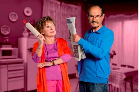 Le couple Huguette (Marion Game) et raymond (Gérard Hernandez) dans leur cuisine