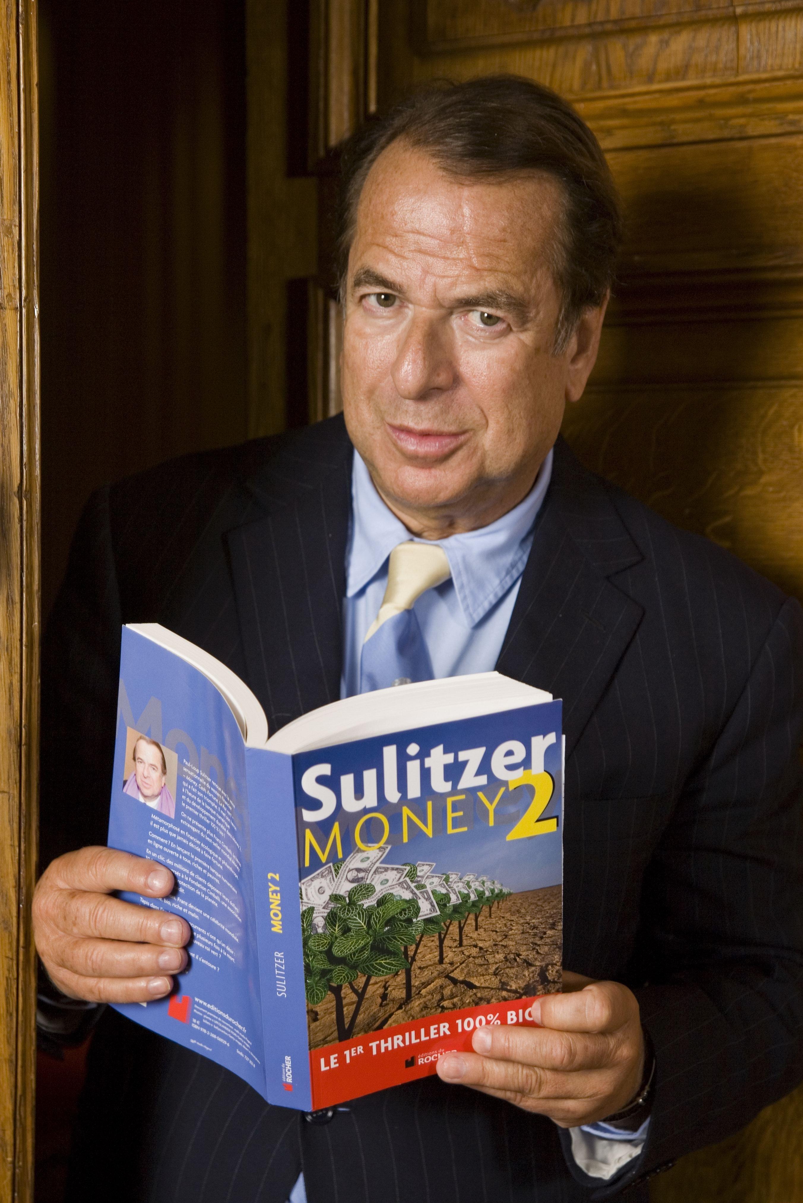 Paul-Loup Sulitzer avec son livre Money 2