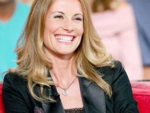 Photo de sophie-thalmann qui rigole sur un plateau TV