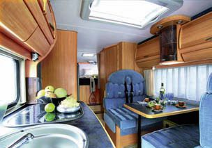 acheter ou louer un camping car conseils. Black Bedroom Furniture Sets. Home Design Ideas