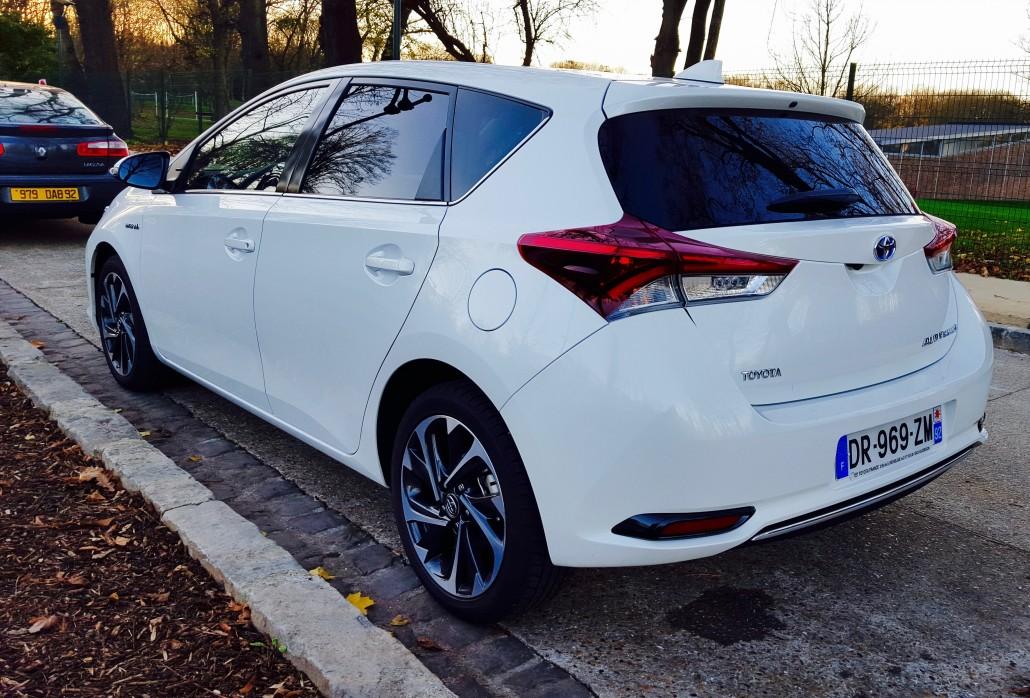 Toyota Auris Hybride Blanche - vue arrière