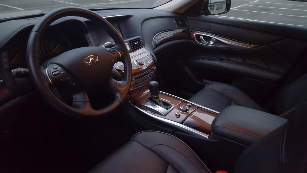 Nissan Q70 hybrid : intérieur siège conducteur