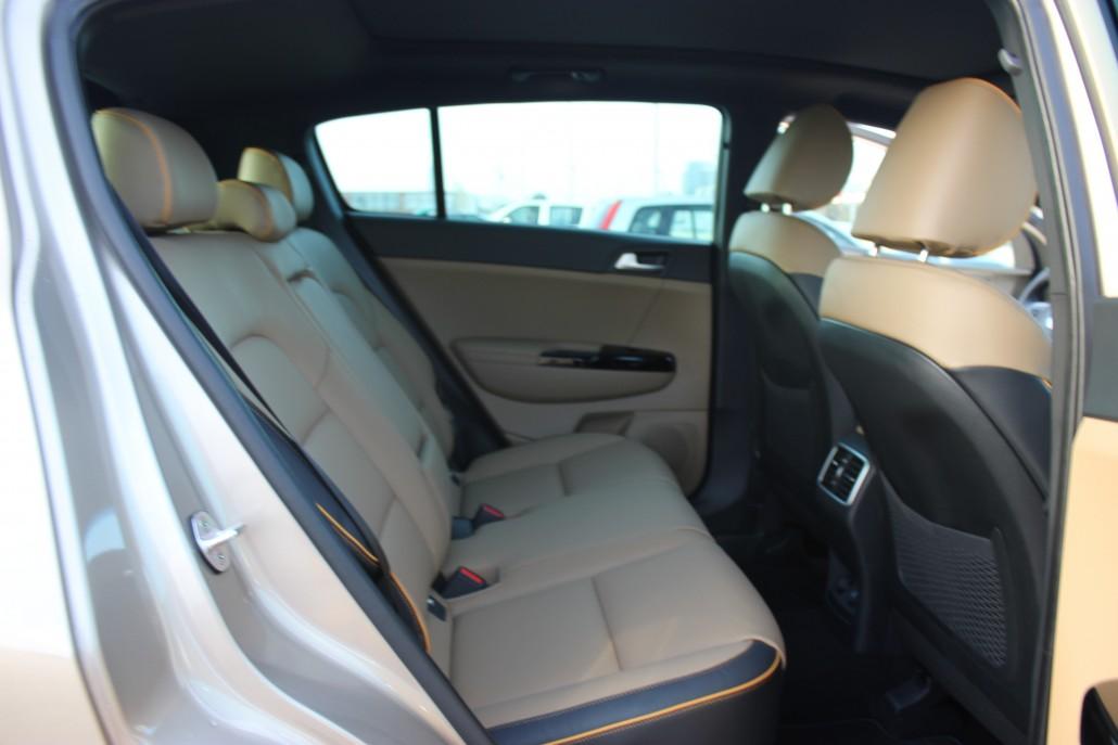 L'arrière est spacieux et gagne 7 MM au niveau des jambes. © AM