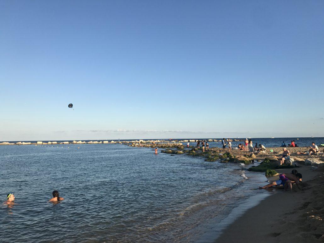 Moment de détente à Barcelone : la plage de Barceloneta