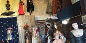 Gers: le fabuleux Musée de l'Histoire du Costume de Monika Mucha